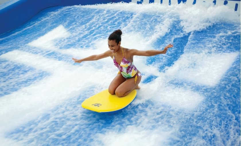 Flowrider op Independence of the Seas surfsimulator