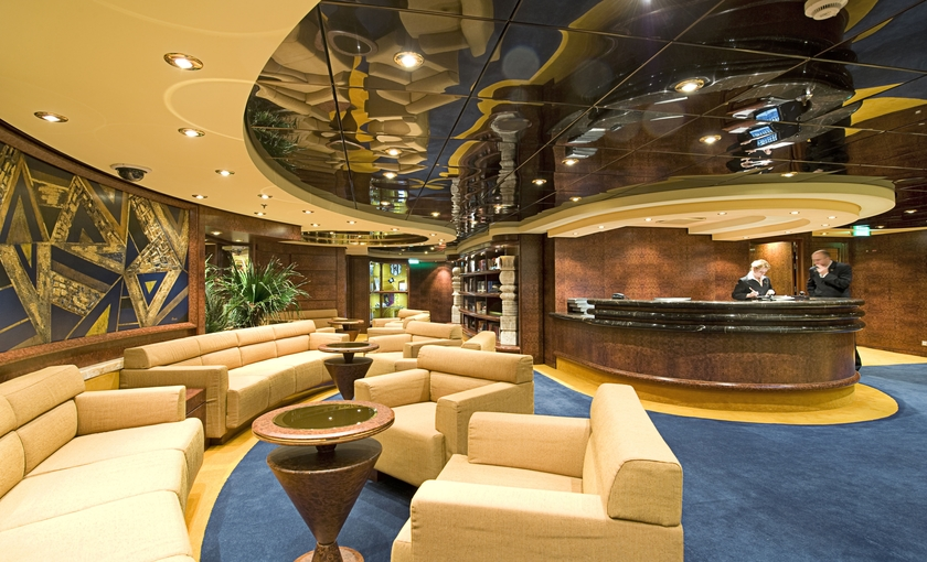 Yacht club lounge op de MSC Fantasia