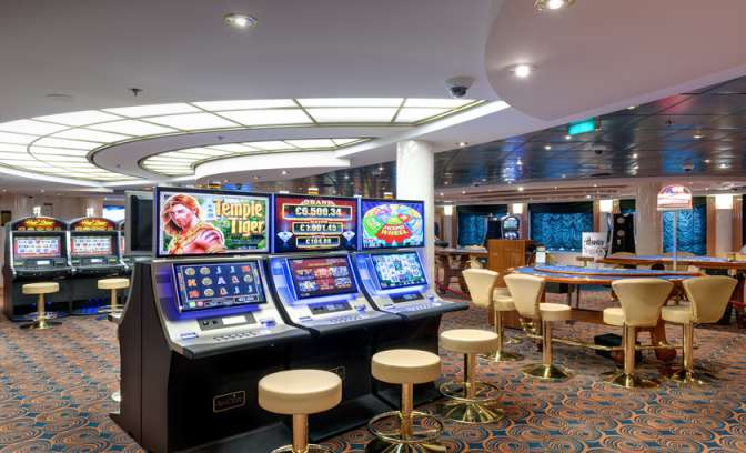 Speelmachines in het casino op de MSC Lirica