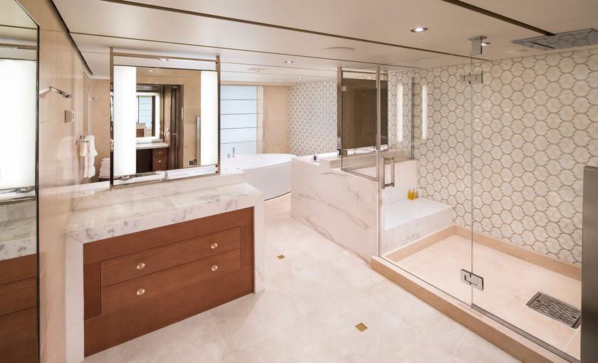 Koningsdam Pinnacle Suite badkamer