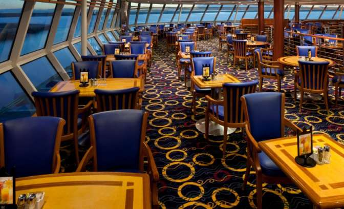 De windjammer buffet met zeezicht op de Rhapsody of the Seas
