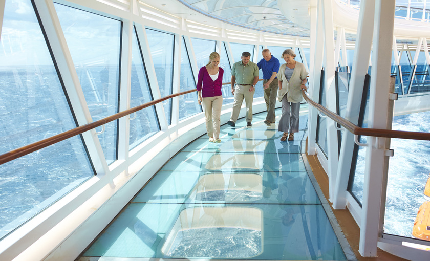 de Seawalk op de Royal Princess van Princess Cruises