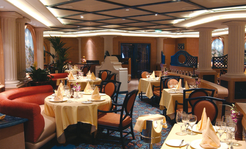 Een restaurant op de Diamond Princess van Princess Cruises